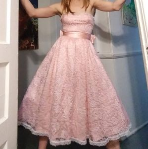 1980's Pink lace Gunne Sax gown w/ oversized bow
